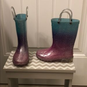 Toddler light up rainboots. Size is 7/8